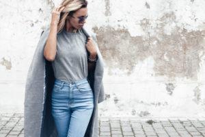 Comment porter un pull à col en v et avoir fière allure